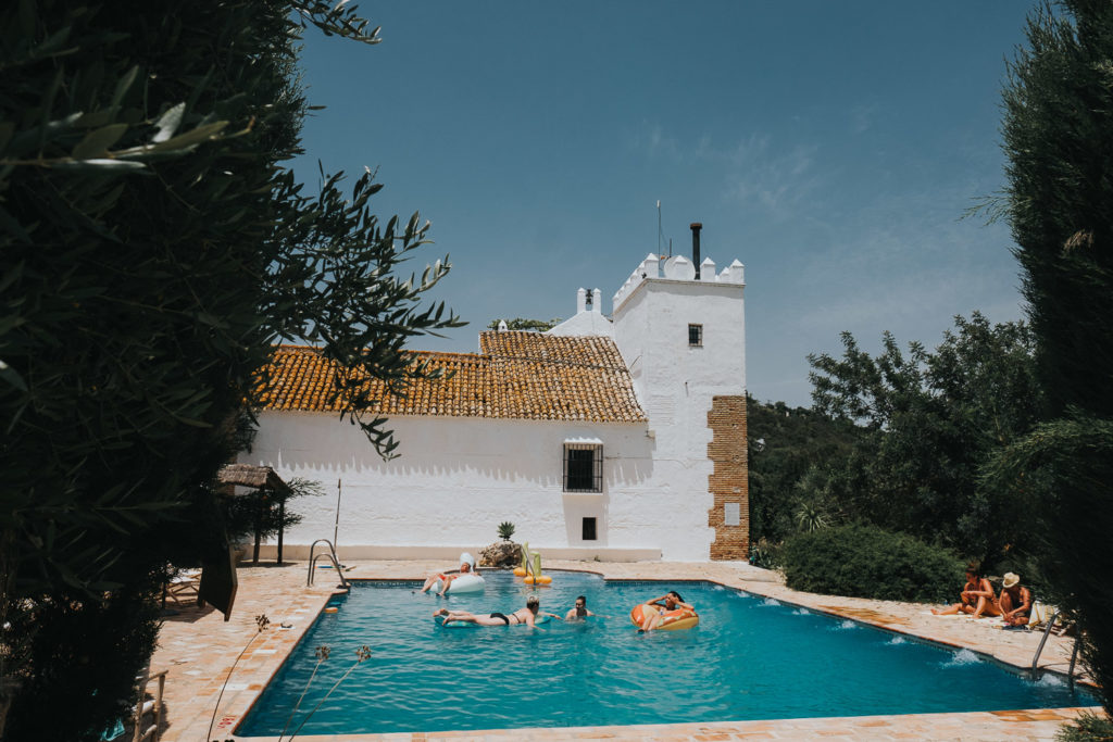 jerez wedding photographer cortijo barranco swimming pool