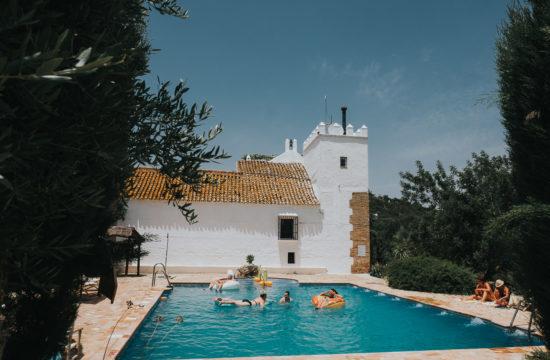 jerez wedding photographer cortijo barranco swimming pool