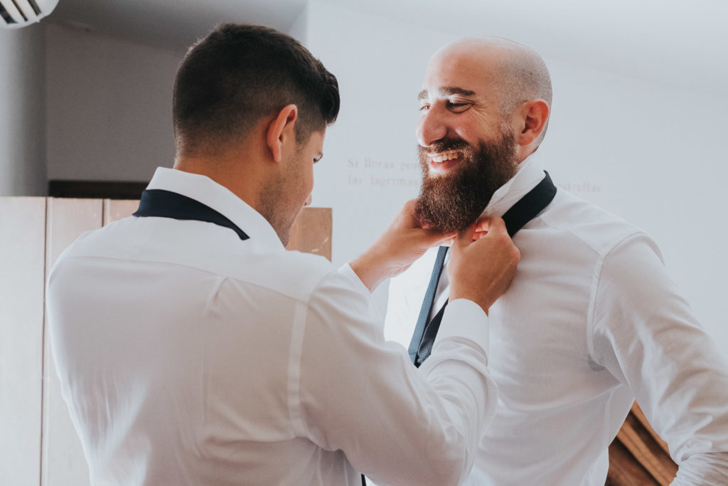 groom getting ready putting tie on jerez wedding photographer