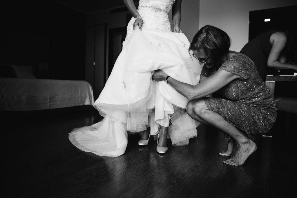SOL Y MAR CALPE COSTA BLANCA WEDDING PHOTOGRAPHER BLACK AND WHITE BRIDE PUTTING ON SHOES