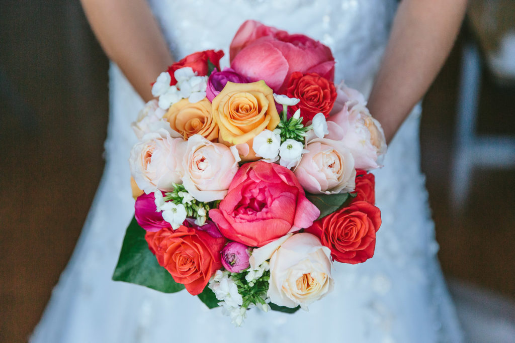 SOL Y MAR CALPE COSTA BLANCA WEDDING PHOTOGRAPHER BRIDAL BOUQUET PINK ORANGE