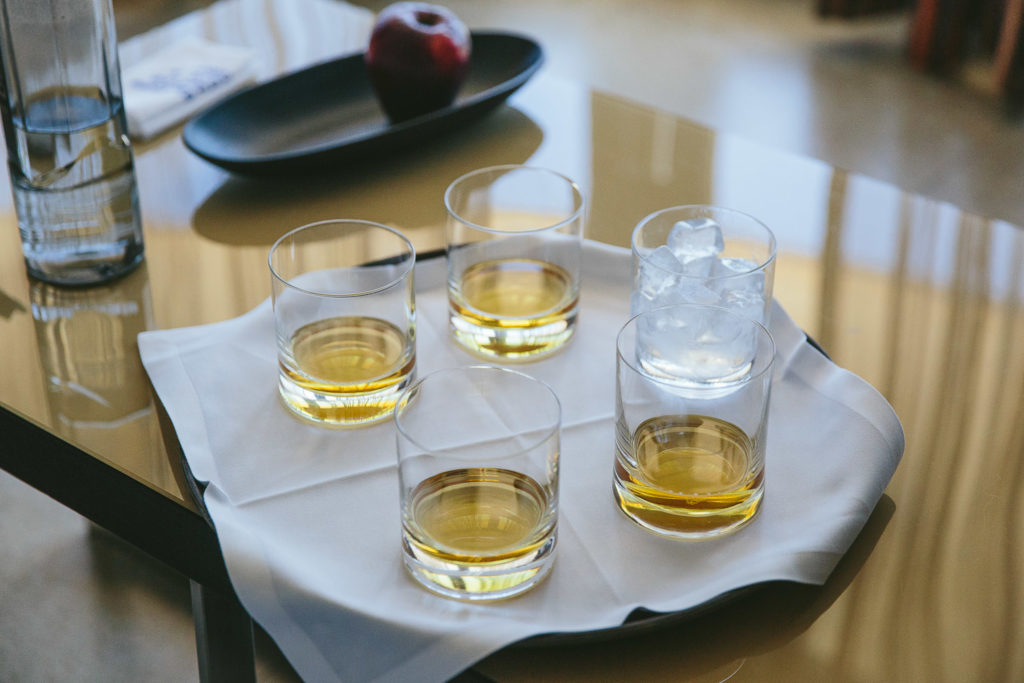 SOL Y MAR CALPE COSTA BLANCA WEDDING PHOTOGRAPHER HALF FILLED WHISKY GLASSES ON TRAY