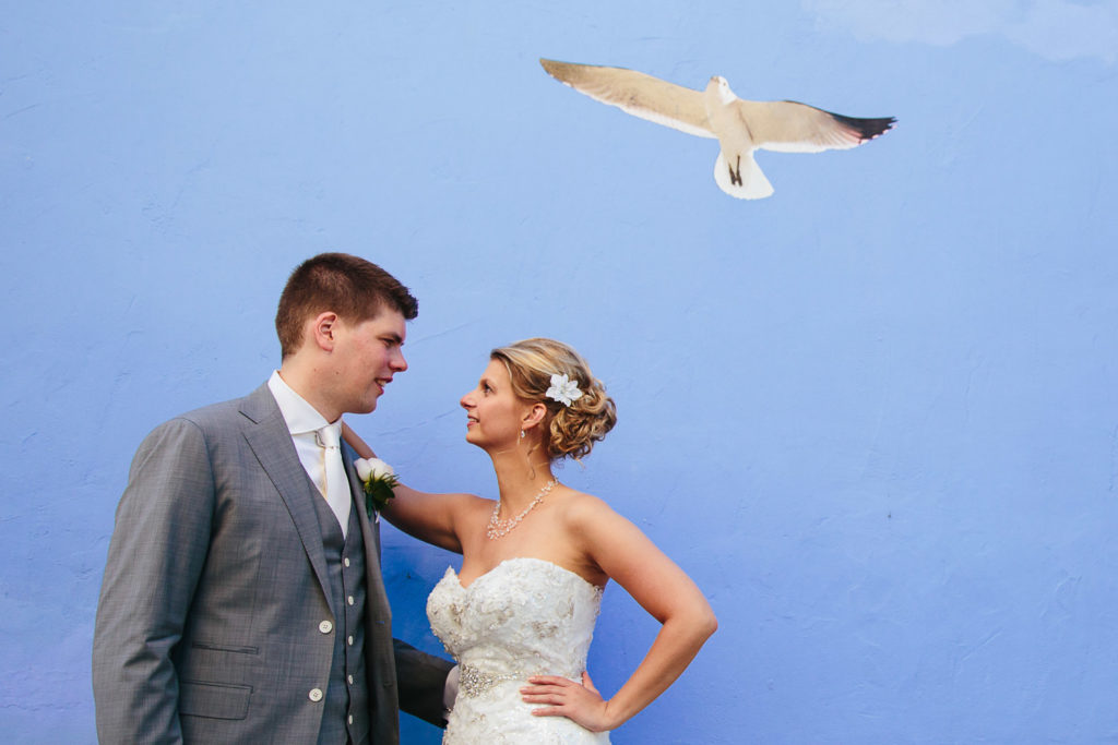SOL Y MAR CALPE COSTA BLANCA WEDDING PHOTOGRAPHER BRIDE AND GROOM WITH SEAGULL MURAL