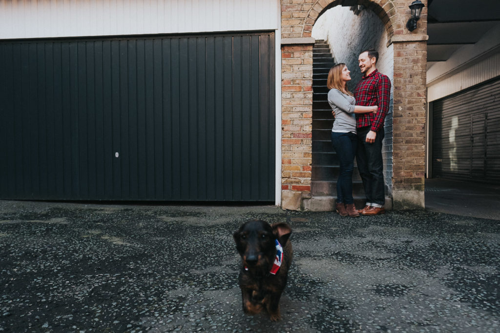 COUPLE IN LOVE WITH SAUSAGE DOG IN LONDON PHOTO SHOOT SOUTH KENSINGTON PHOTOGRAPHER
